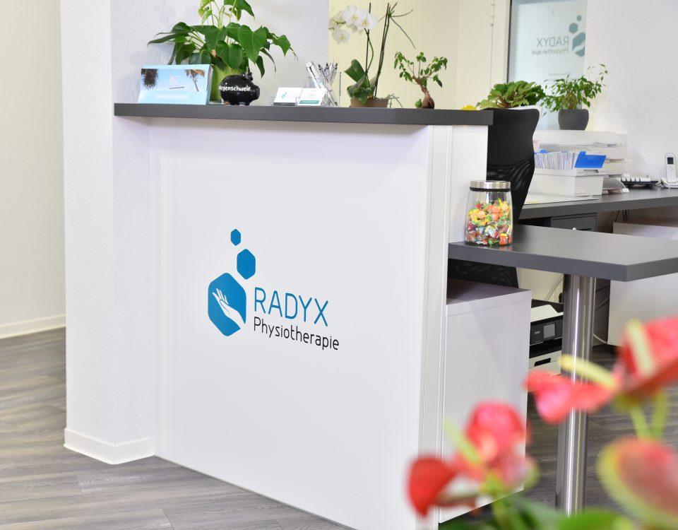 Empfangsbereich der Radyx Physiotherapie Leonberg.